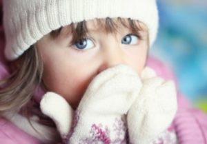 мерзнут руки у ребенка