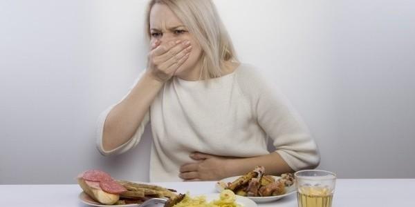 тошнит после еды отравление или всд